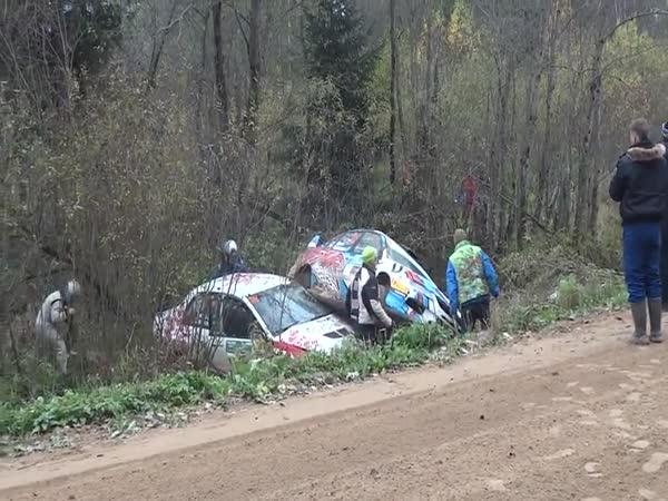 Rally zatáčka vs. 6 aut