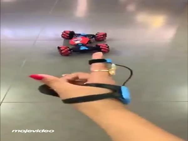 Autíčko ovládané gesty