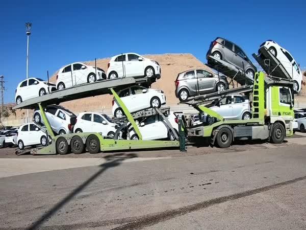 Jak se nakládají auta na kamion