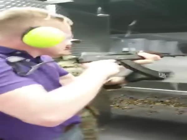AK47 pěkně kope