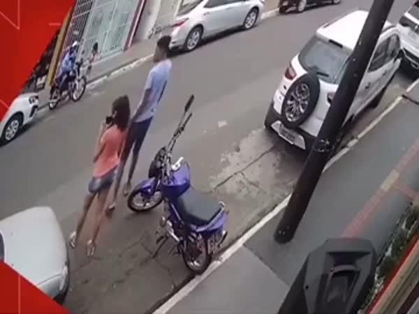 Zachránil dítě před sražením autem
