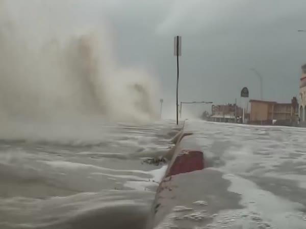 Jak vypadá moře při hurikánu