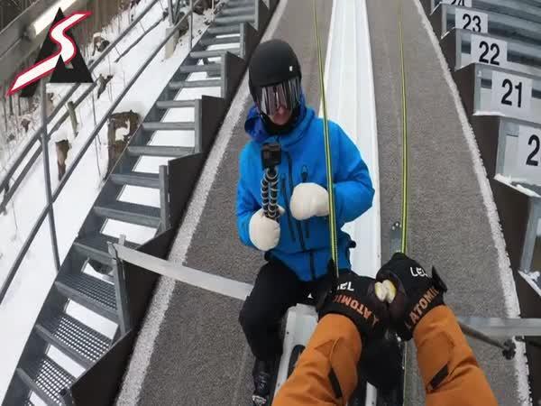 Brutální skok na lyžích