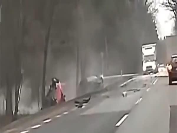 Nehoda – BMW předjíždělo na rovince