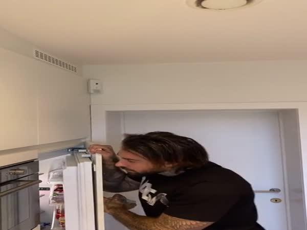 Co je s tou lednicí?