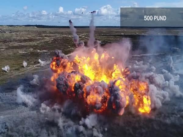 Stíhačky bombardují ze vzduchu cíle
