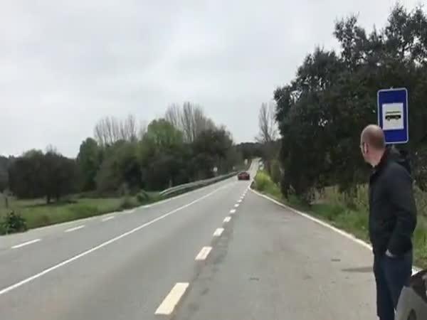 Když okolo proletí Bugatti Chiron