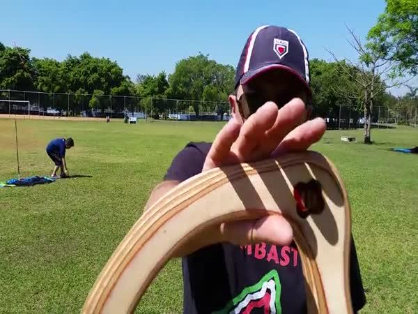 Profesionálně hozený bumerang