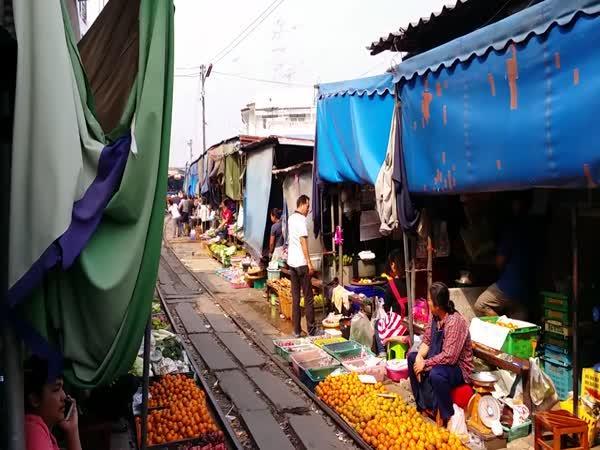 Železniční tržnice Maeklong