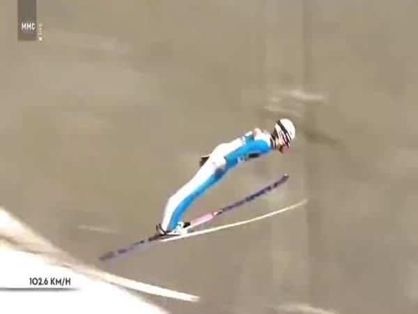 Drsný pád skokana na lyžích