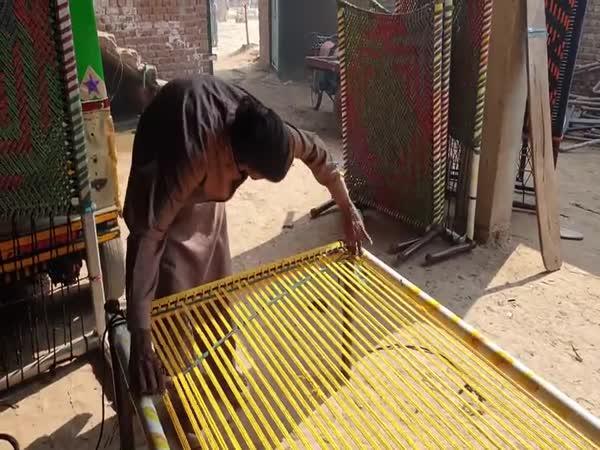 Jak se vyrábí tkaná postel