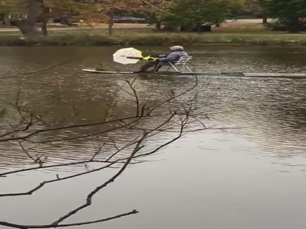 Motorový paddleboard