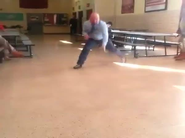 Učitel, který umí hýbat boky