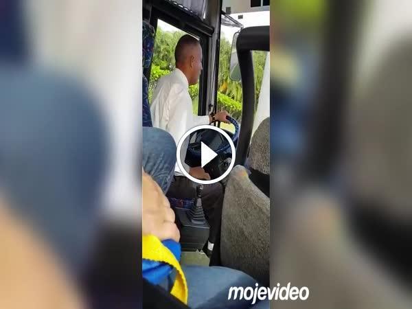 Velmi Jemny Ridic Autobusu Loupak Cz